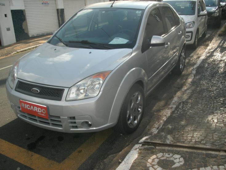 FORD Fiesta Sedan 1.6 4P ROCAM FLEX, Foto 2