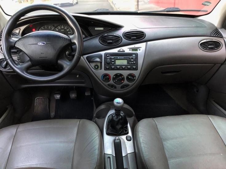 FORD Focus Sedan 2.0 16V 4P GHIA, Foto 3